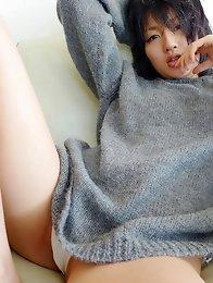 Sensual gravure idol chick looks incredibly inticing in a bikini