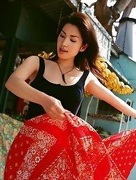Plump breasted gravure idol Junko Yaginuma beauty enchants in her bikini