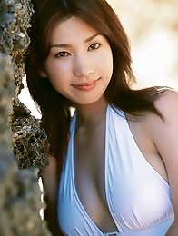 Plump breasted gravure idol Junko Yaginuma beauty enchants in her bikini