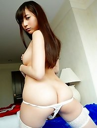 Cute and innocent Japanese av idol Mako Kadokura shows her sweet naked body