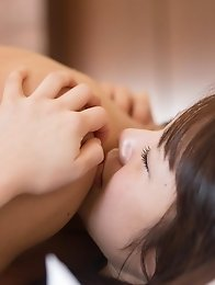 Beautiful and luxurious Japanese av idol Kokoha Suzuki lies in bed for sex