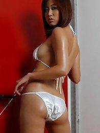 Sizzling asian babe looks incredible in her silver bikini