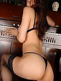 Big boobs japan girl Anri Suzuki get naked and shows beauty tits