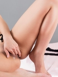 Lingerie-wearing hottie Natsume Hotsuki masturbates with her legs spread