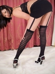 Leggy hottie Uta Kohaku flashing her perfect pussy and looking really sexy