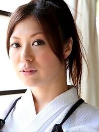 Kendo girl Jun Sena showing off
