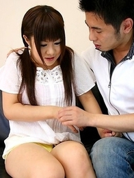 Teen Shino Mizusawa gives a blowjob