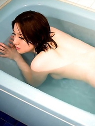 Alice Ozawa shows her sensational tits and luxurious ass