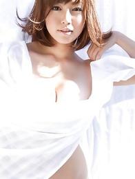 Sayaka Isoyama hides big boobs under sheets in the garden