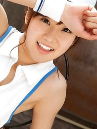 Kana Yuuki shows flexibility while playing with tennis ball