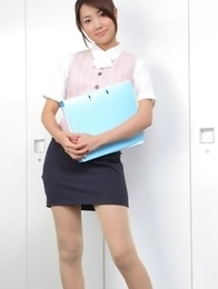 Naoho Ichihashi in tight skirt is a very attractive doll